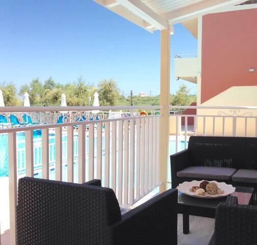 Junior Suite-Pool View-Breakfast Included