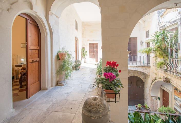 Camera in Palazzo storico, don Peppino