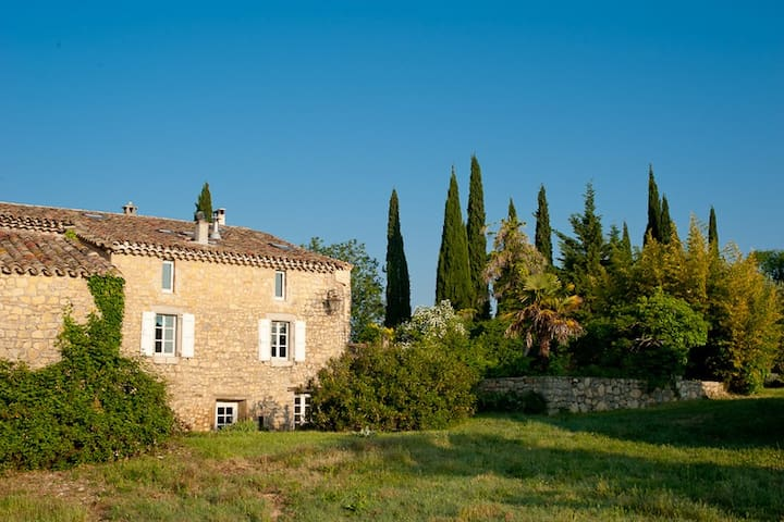 Hilltop Cevennes Stone House in tiny hamlet, pool - Languedoc-Roussillon - House