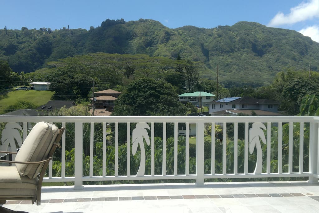 View from the patio across the valley toward majestic Koolau mountains, rising up to 2600 ft above sea level...