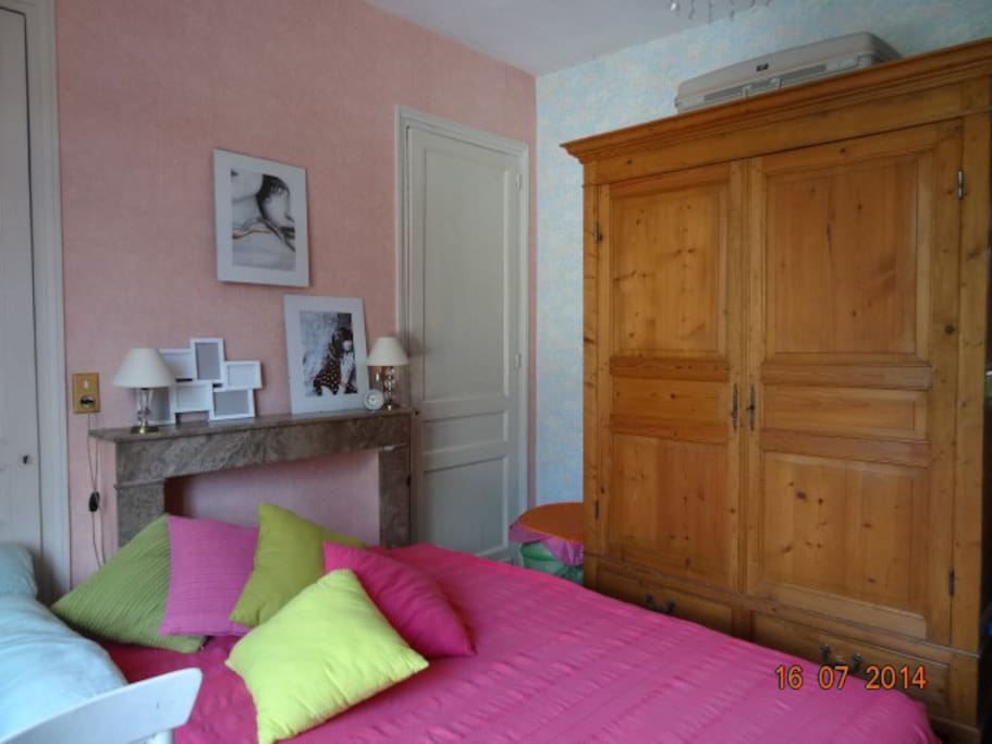 chambre meubl e proche gare tgv houses for rent in lille nord pas de calais france. Black Bedroom Furniture Sets. Home Design Ideas