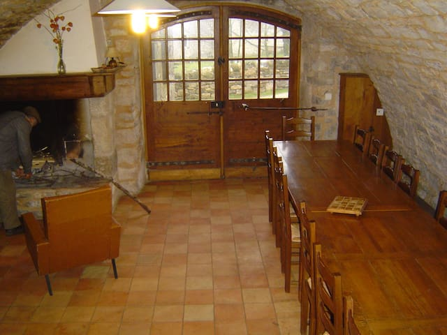 Gite de séjour à la Tour du Viala - Viala-du-Pas-de-Jaux - Hus