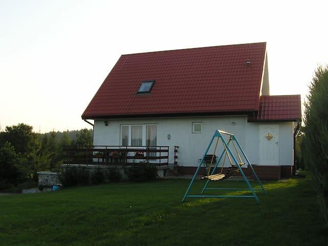 Dom z garażem nad jeziorem