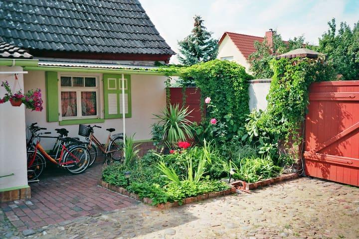 Urlaub auf dem Land - Ferienwohnung - Gräfenhainichen - Rumah
