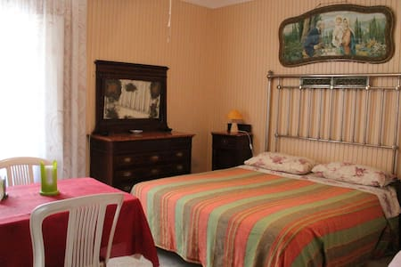 simple room near the port - Marettimo - Bed & Breakfast