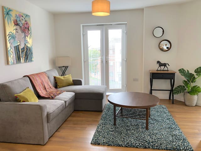 Beautiful Apartment No. 5 in Hampton, Peterborough