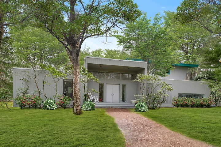 Beautiful Home in Wainscott  w/ pool