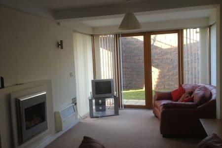 Mod 2 BD apt in Howth. Own Parking. - Howth