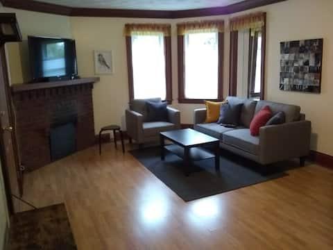 High Park Bloor West Village 1+Den in House