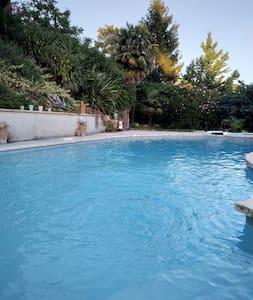 Logement en tente tout confort et piscine à Pujols