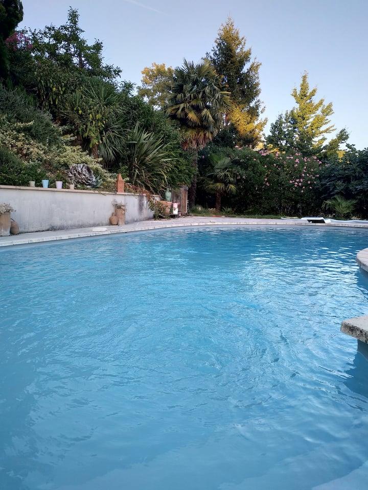 Chambre SDB WC 25m² sur piscine & Vallée, à Pujols