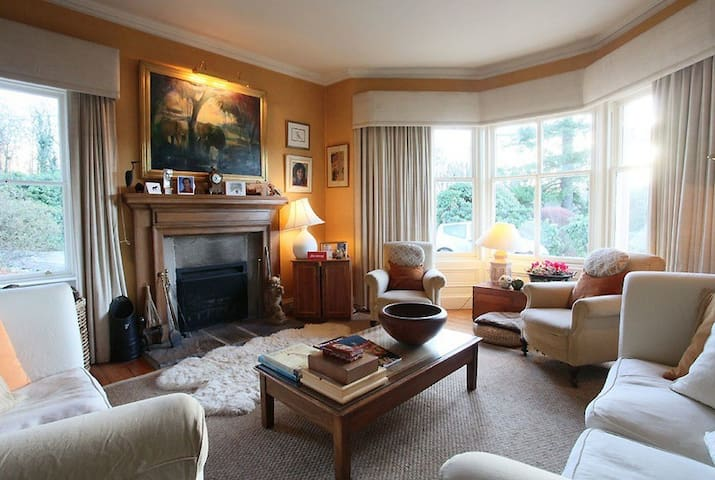 Finglen Country House Red Room - Campsie Glen - Bed & Breakfast