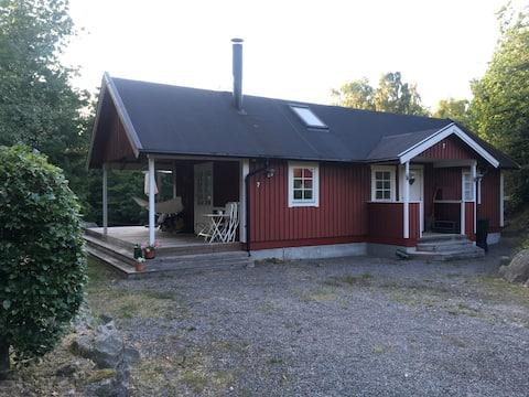 Cozy modern Stuga in Åsljunga. Two bedrooms+loft.