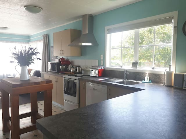 Gorgeous  family bungalow in the heart of Hastings
