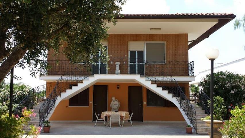 Appartamenti villa elena santa maria al bagno apartments - Appartamenti santa maria al bagno ...