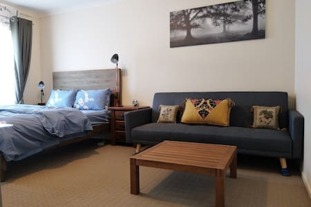 Cozy and Private Unit *1* in Point Cook