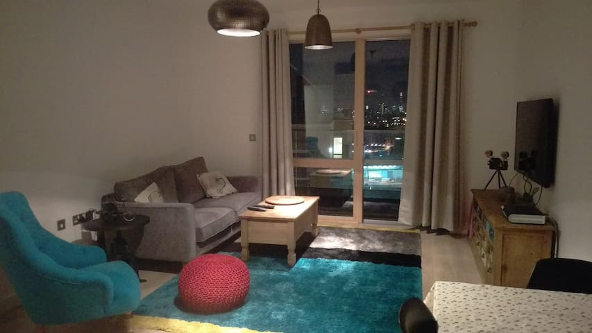 Cosy Room in Modern apartment