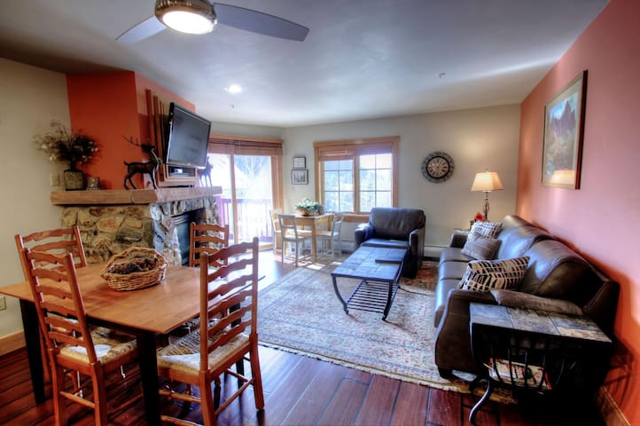 Exquisite Two Bedroom with a Murphy Bed Overlooking the Pool in River Run! - Keystone - Hus