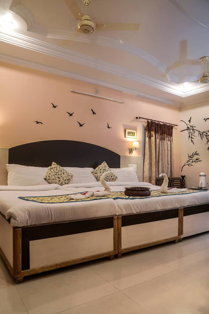 Laxmi Palace 2 - luxury stay in heart of the city