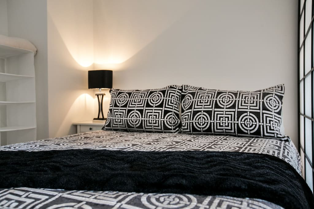 Queen sized bed with quality linen, the sleeping area is tucked away behind a authentic Shogun Japanese custom made screen (very large people may find it snug but if you are of average size or if you are like me carrying just a few extra kgs you will be fine!)