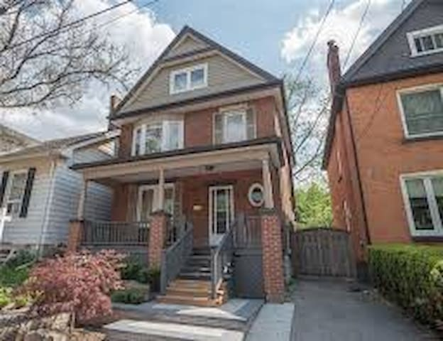 Beautiful 7 Room House in Upscale Locke Street Are