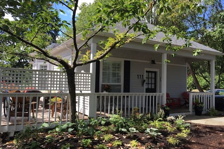 Charming In-Town Cottage - single level home - Bainbridge Island