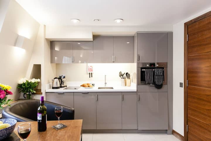 Studio Apartment - Suffolk Lane, London EC4