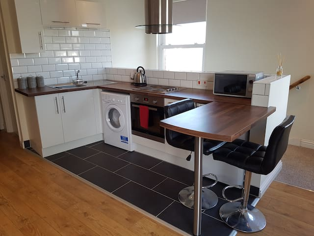 ★Samantha's Studio Apartment★ Parking | Sleeps 3
