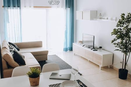 BEHAPPY BEAUTIFUL MODERN APT, 5*, SUPERHOST & WIFI