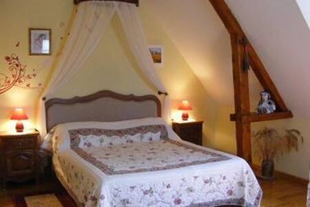 """chambre """"Campagnarde""""avec piscine d'intérieur - Glanville"""