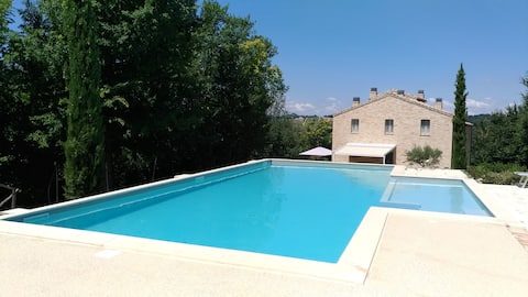 Cottage with pool and 6000mq garden