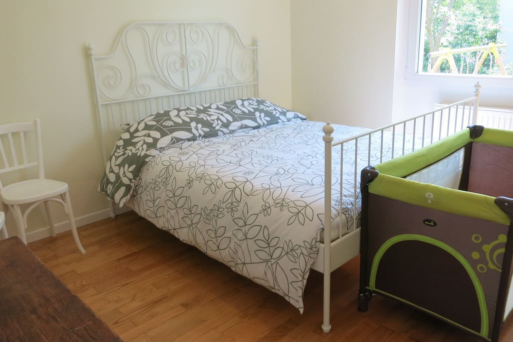 Babies and toddlers are welcome! We can also provide an extra matress for a child or teenager. Or you might prefer to also rent our 2nd homestay bedroom, right accross the corridor.