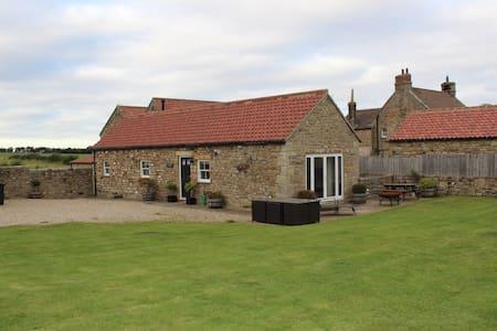 Cosy 2 bed barn conversion - idyllic rural setting