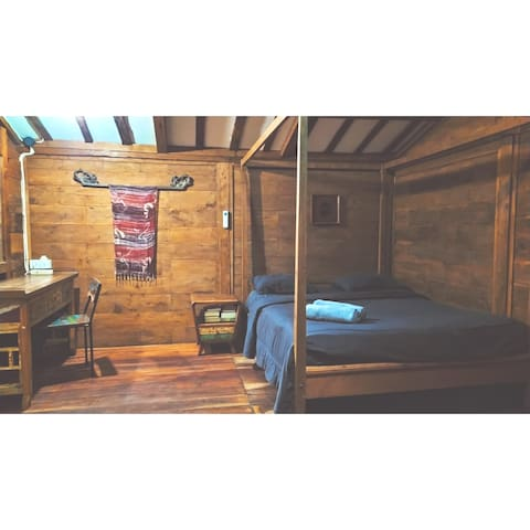 WOODEN HOUSE WITH  PRIVATE KITCHEN ROOM NO 1