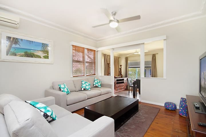 Coolangatta Beach House, Pet Friendly, Sleep 7 - Coolangatta - Maison