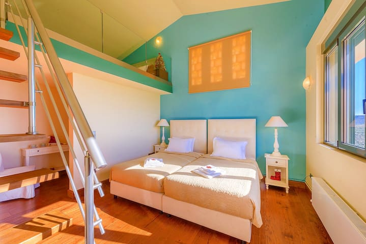 LEVEL 1, FI - maisonette ensuite bedroom for 3 guests ( 2 single beds & 1 single bed on the attic)