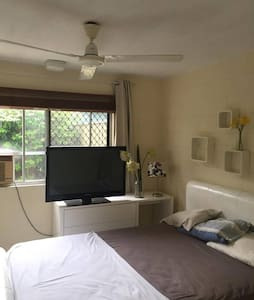 Modern flat in a quiet, friendly neighbourhood - Manoora