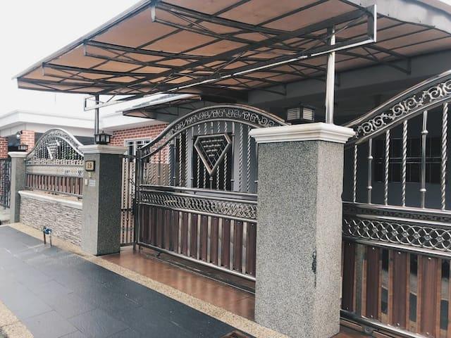(Muslim-Friendly) Noza Homestay @ Kuala Selangor