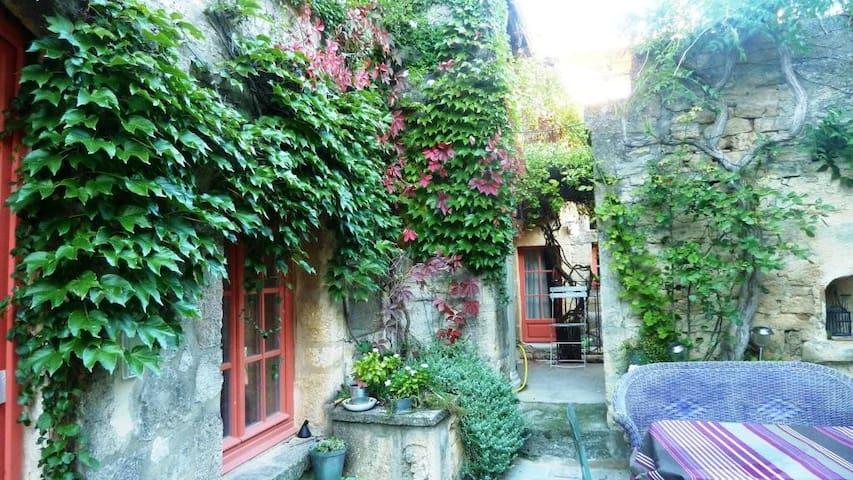 Chambre privée dans village classé - Castillon-du-Gard - Casa