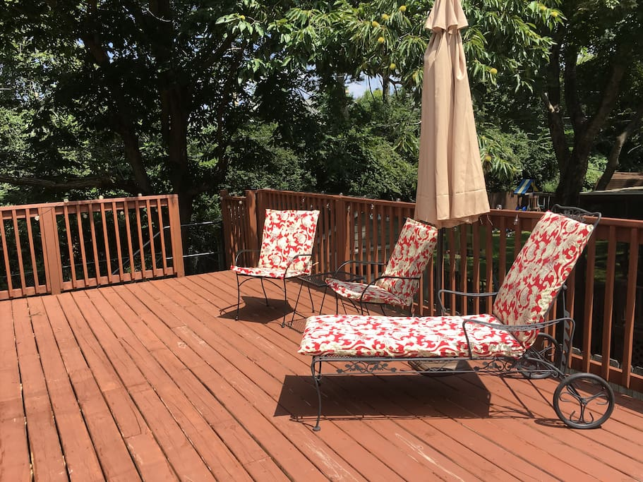 Relaxing and private outdoor deck