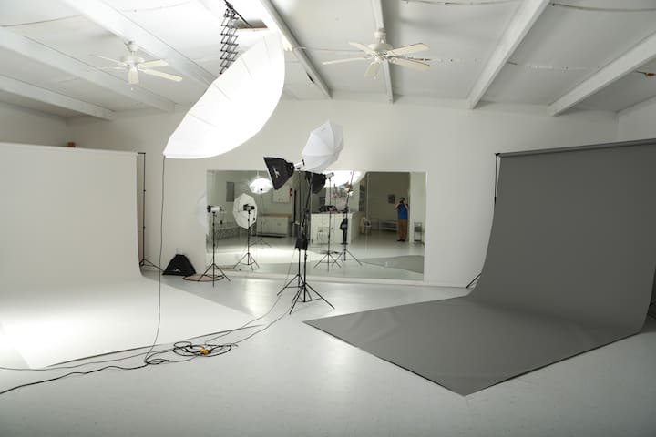 Large Studio COMPOUND - PhotoShoots/VideoShoots