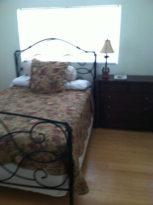 Beautiful queen size bed. very Comfortable