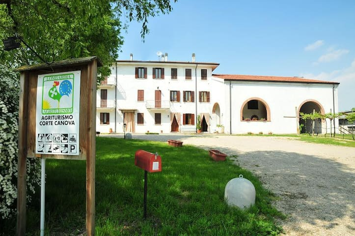 agriturismo intera casa - Rodigo - Bed & Breakfast