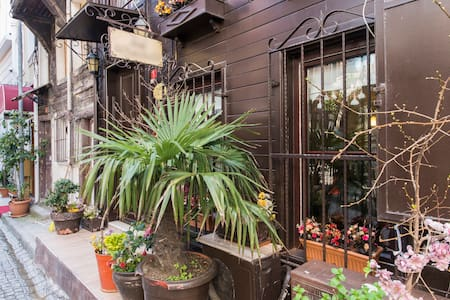 Naz Wooden House  Inn - old city of Istanbul - Fatih  - Bed & Breakfast