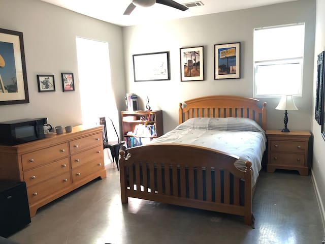 2 BR, 1 Bath Guestsuite - 5 min WALK to Downtown!