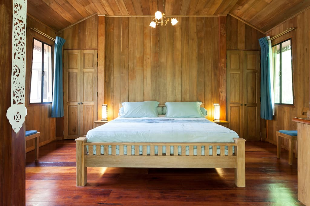 King size bed, very comfortable for 2 persons.
