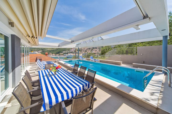 Villa Ancora - with private pool & seaview
