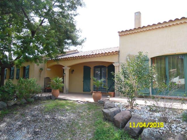 Jolie villa provençale avec piscine