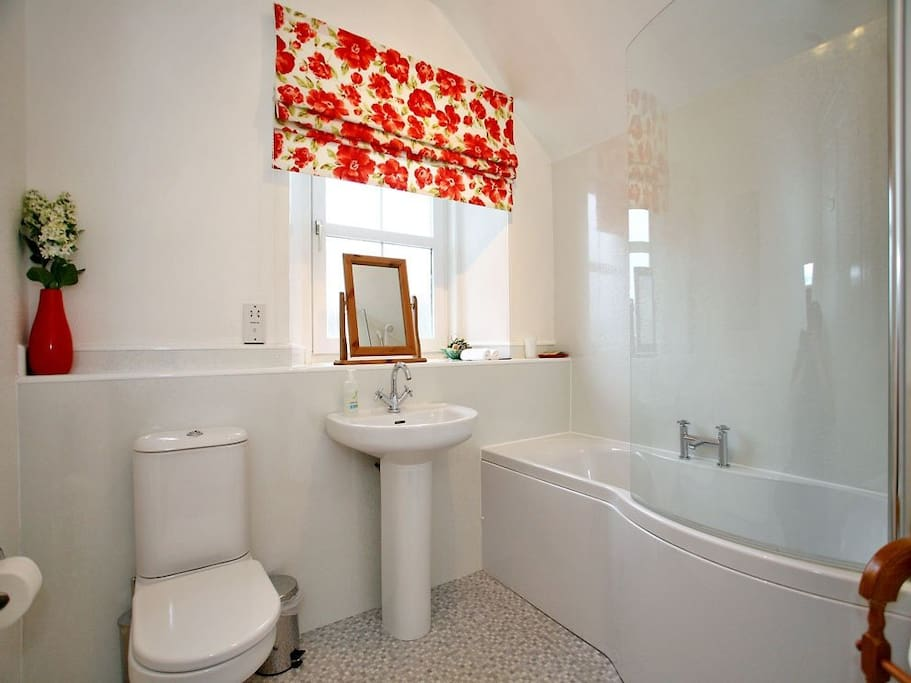 Private use bathroom with Shower over Bath, toiletries available.