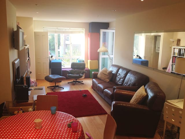 Fabulous modern flat w/ parking near Dundrum - Ballinteer - Apartamento